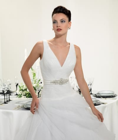 The perfect wedding dress for each body type eddy k for Best wedding dress style for small bust