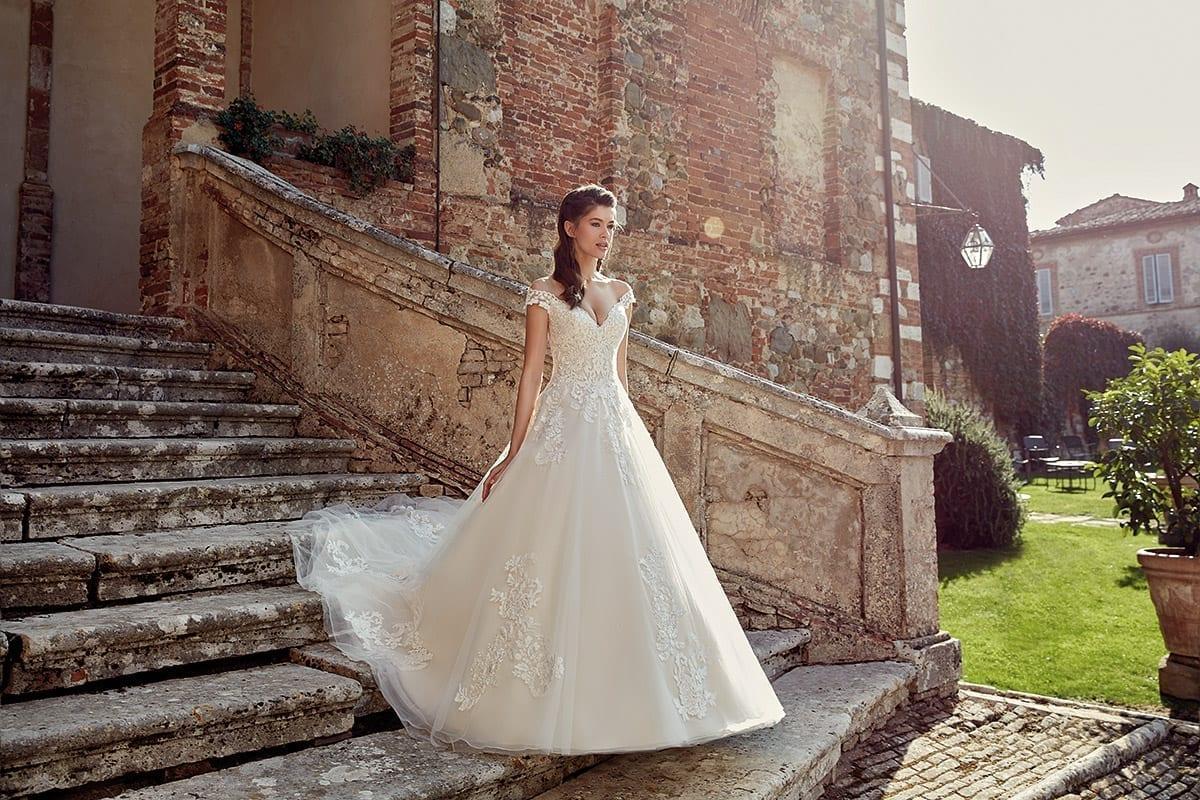 Schönes Brautkleid bei Forever brautmoden